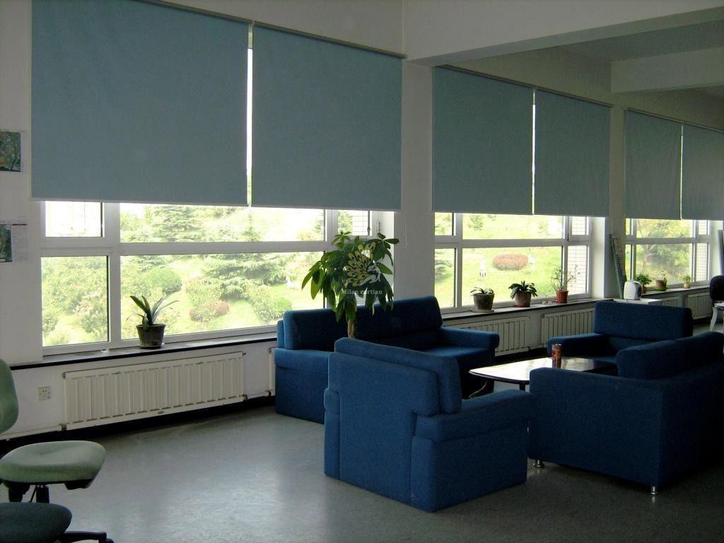 Rèm cuốn cửa sổ cho văn phòng không gian làm việc hiện đại